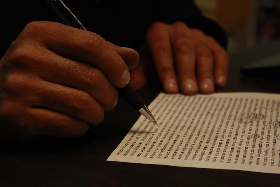 How To Write Lyrics: 10 Stellar Tips From The Pros
